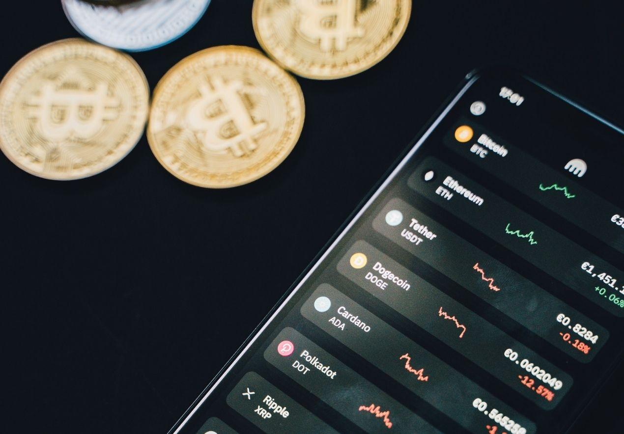 Online-Trading_Bitcoin_c_Alesia_Kozik